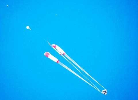 Испытания-парашютных-систем-CST-100-Starliner-и-Dragon-2