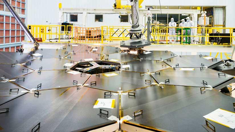 Завершилась-сборка-первичного-зеркала-телескопа-Webb.