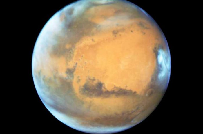 Фото-крупный-план-Марса-от-«Хаббла».
