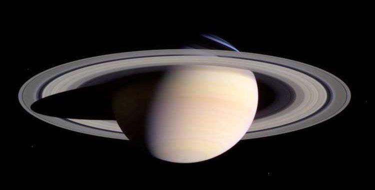Два-фото-с-интервалом-12-лет--тень-от-колец-Сатурна.