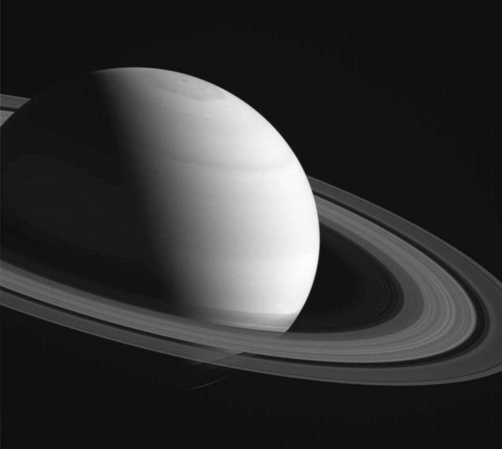 Два-фото-с-интервалом-12-лет--тень-от-колец-Сатурна._