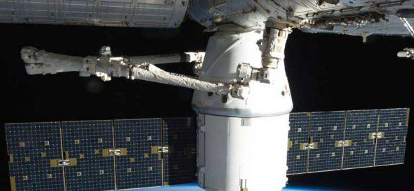 CRS-9--Dragon-успешно-завершил-полет-к-космической-станции.