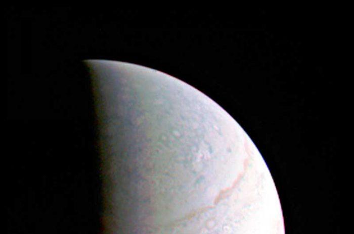 Juno-успешно-выполнил-первое-сближение-с-Юпитером-м