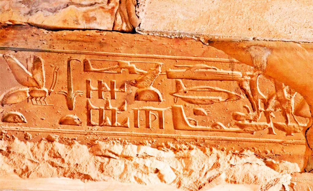 Изображение танка, вертолета, летающей тарелки в древнеегипетском храме Сети в Абидосе