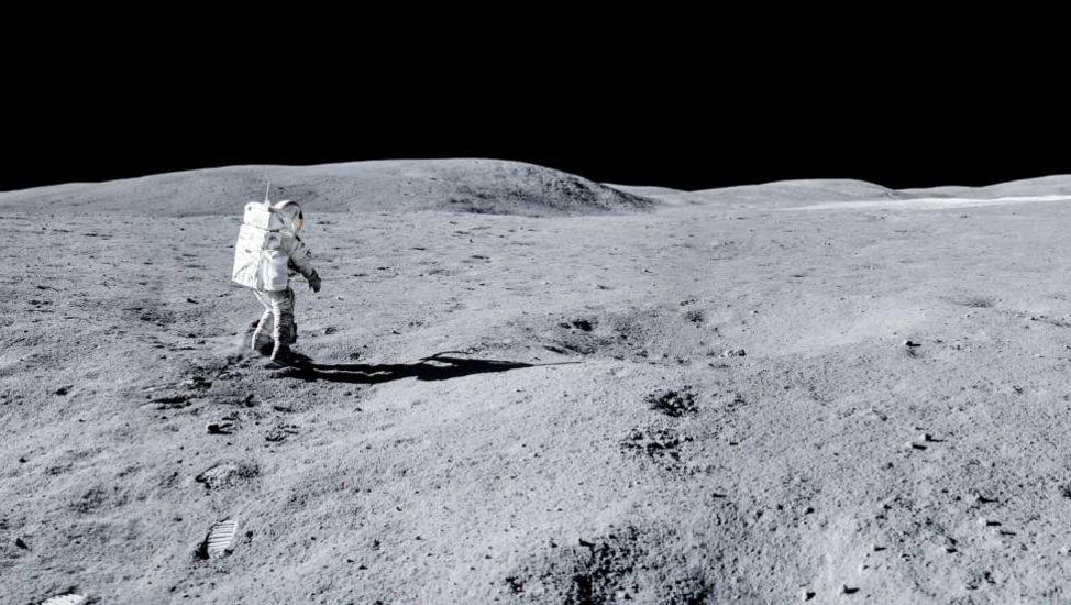 Илон Маск полетит на Луну за 2 миллиарда долларов