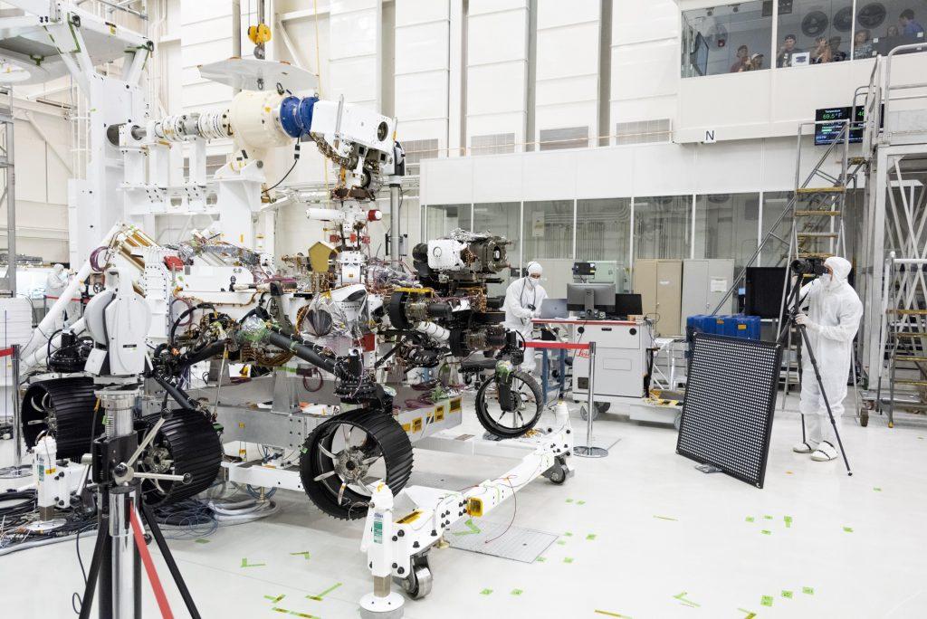НАСА: у марсохода Mars 2020 появился винтокрылый напарник