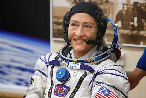 Астронавты меняют батареи на МКС