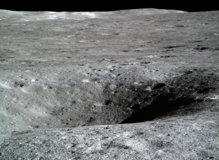 сфотографировал обратную сторону Луны