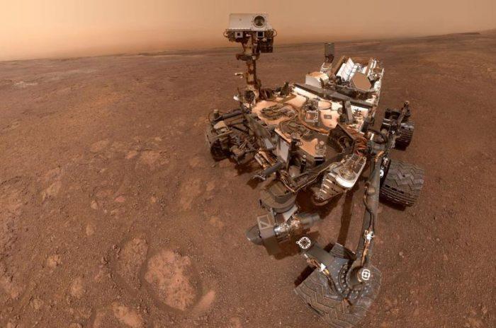 Марсоход Curiosity добирается до Кровавого Камня